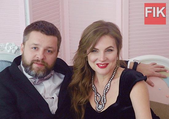 В этом году в простор шоу-бизнеса ворвалась новая композиция и вместе с ней клип певицы, автора и исполнителя собственных песен Светланы Островской с символическим названием «Новый год».