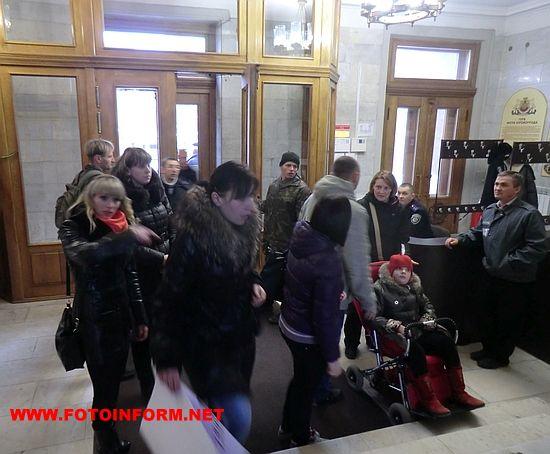 У Кіровограді протестували проти новообраного директора центру реабілітації дітей-інвалідів (ФОТО)