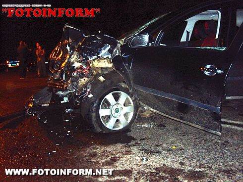 На Кіровоградщині зіткнулися два автомобілі: загинуло двоє осіб та четверо травмовано (фото)