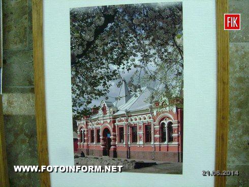 20 июня в художественно-мемориальном музее А.А. Осмеркина состоялось открытие персональной фотовыставки Александра Коломинова «Мгновения из жизни музея Осмеркина», посвященная 20-летию открытия музея для посетителей.