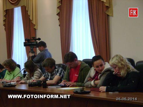 Сегодня, 26 июня, состоялась пресс-конференция председателя Кировоградской облгосадминистрации Александра Петика, в ходе которой были сообщены подробности о вчерашнем захвате Долинского нефтеперерабатывающего завода.