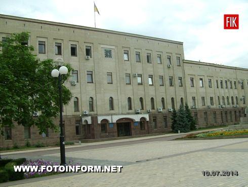 Кировоград: здание ОГА продолжает оставаться без важной детали (фото)
