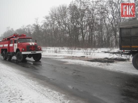 Пожежно-рятувальні підрозділи Кіровоградської області минулої доби двічі надали допомогу по буксируванню автомобілів, що потрапили на складні ділянки автодоріг.