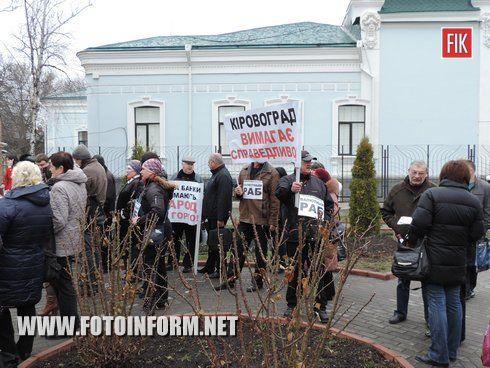30 березня у Кіровограді за ініціативою представників Кіровоградської громадської організації «Кредитний Майдан відбулось пікетування двох банківських установ «Альфа-банк» та «Укрсиббанк».
