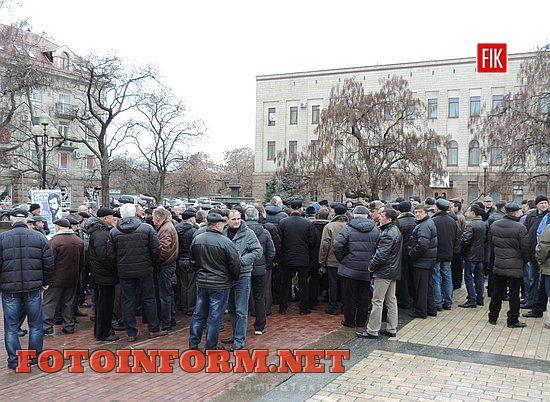 Кіровоград: в центрі міста зібралися пенсіонери ОВС, мітинг на площі Героев майдану, кировоградские новости