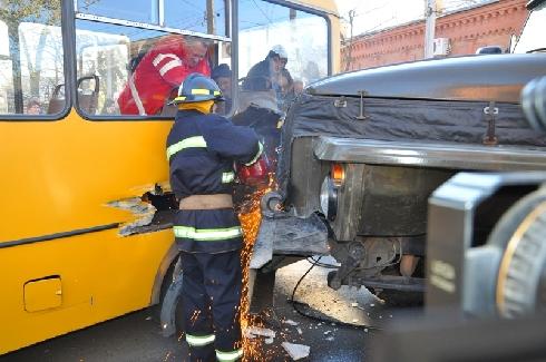 29 жовтня о 13:40 до служби порятунку м.Кіровограда надійшло повідомлення про дорожньо-транспортну пригоду на перехресті вулиць Кірова та Преображенської.