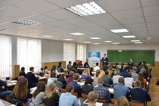 На базі льотної академії Національного авіаційного університету (КЛА НАУ) розпочалися навчання для кандидатів в обласний молодіжний парламент.