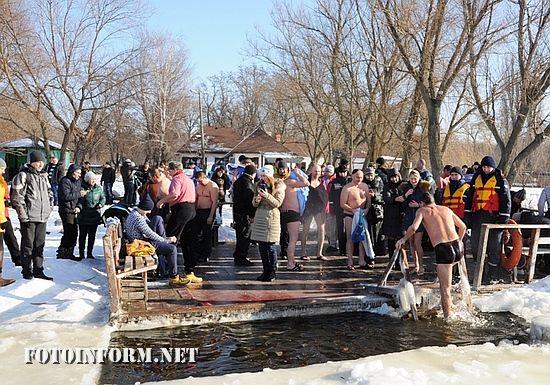 19 січня особовий склад підпорядкованих підрозділів У ДСНС в області долучився до відзначення важливого для християн свята – Водохреща.