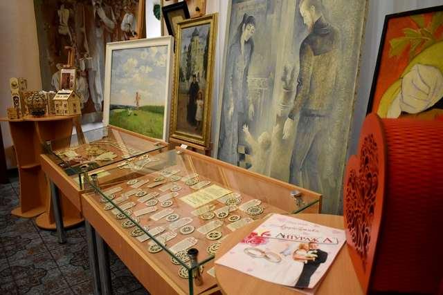 У Кропивницькому до Дня родини відкрили виставковий проект.