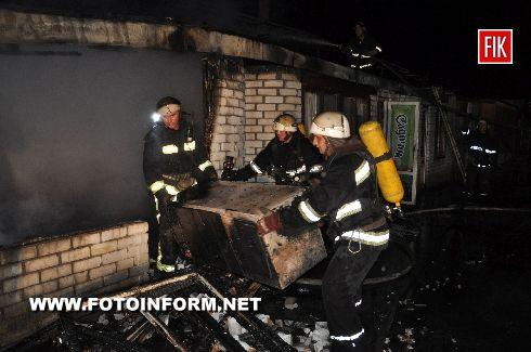 Кіровоград: на Ковалівці горіли магазини (фото)
