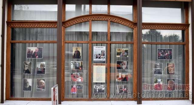 31 липня 2020 року у вікні відділу Музею мистецтв – картинній галереї Петра Оссовського «Світ і Вітчизна» було розгорнуто фотовиставку «Пам'яті видатного земляка присвячується» до 5-ої річниці з дня смерті Петра Оссовського (1925-2015).