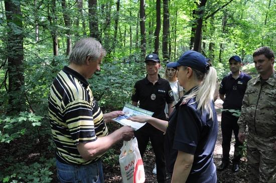 Зважаючи на надзвичайну сонячну активність та суху погоду, яка встановилась останнім часом та прогнозується протягом усього літа, посилено профілактичні заходи лісовими масивами області.