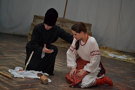 У Кропивницькому прем'єра зірвала шквал оплесків глядачів, Кіровоградського обласного центру дитячої та юнацької творчості,педагог студії Інна Валуйко,