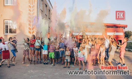 На Кіровоградщині відбулась феєрична «битва» сухими фарбами (ФОТО)