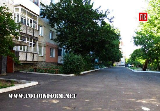 У Кропивницькому повним ходом відбувається ремонт прибудинкових територій (фоторепортаж)
