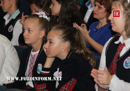 Сьогодні, 1 вересня, в Кіровоградській обласній філармонії відбулися урочистості з нагоди 25 - річчя від заснування гімназії нових технологій навчання.