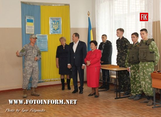 школярам ЗОШ №16 обладнання для проведення стрілецької підготовки «Лазертаг».