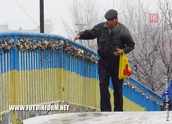 Кропивницький: льодова ковзанка на мосту у центрі міста (ФОТО)