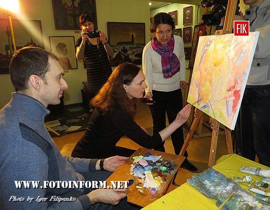 1 березня 2017 року у відділі Кіровоградського обласного художнього музею – картинній галереї Петра Оссовського «Світ і Вітчизна» був проведений майстер-клас із створення картини «Весняний настрій» для участі у VIII Великодньому Благодійному Аукціоні.