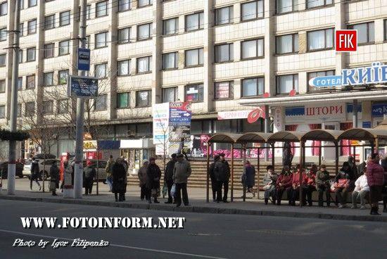 """Вчора у центрі міста запрацювали два електронних табло, які показують графік руху тролейбусів, вони були встановлені на запинках «Головпоштамт» та «Готель """"Київ»."""