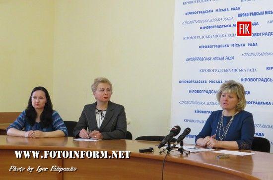 Останній дзвоник у школах пролунає 1 червня, - Лариса Костенко (ВІДЕО)