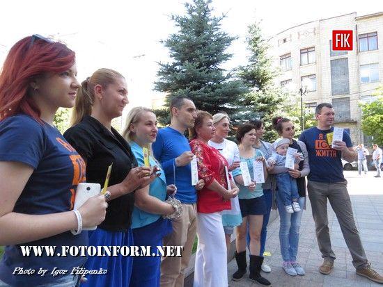 У Кропивницькому біля міськради лікарі приймали мешканців міста (фоторепортаж)