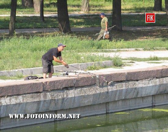 Держпродспоживслужба в Кіровоградській області зараз рекомендує мешканцям Кропивницького не купатися та не рибалити в Інгулі.