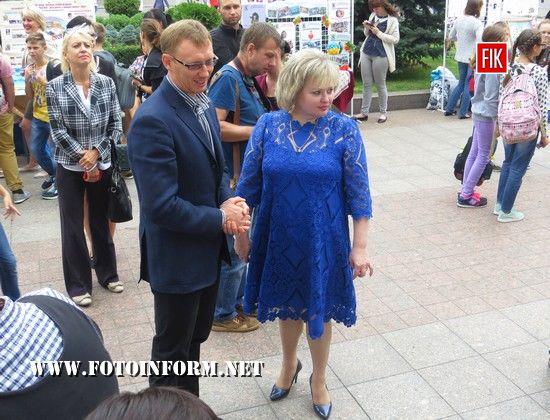 Кропивницький: біля міськради відбулось свято творчості, Андрій Табалов, Лариса Костенко
