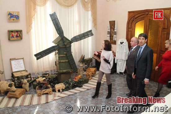 У Кропивницькому, відкрили виставку арт-об'єктів, із військових атрибутів, фоторепортаж Ігоря Філіпенка
