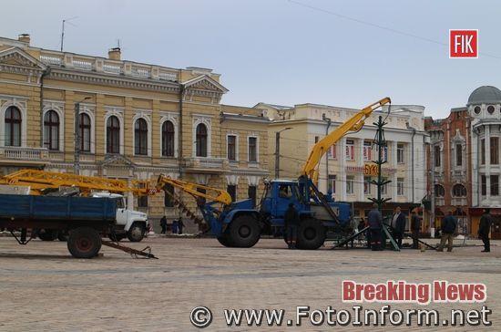 У Кропивницькому, почали встановлювати, головну новорічну ялинку міста (ФОТО)