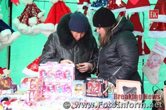 Сьогодні, 18 грудня, у Кропивницькому біля міськади, до дня Святого Миколая, працює ярмарок