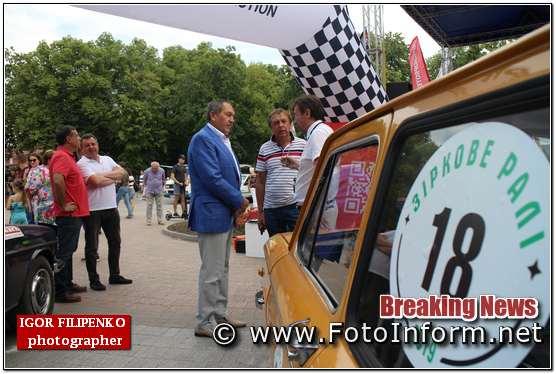 Андрій Райкович оглянув всі ретро-автомобіл