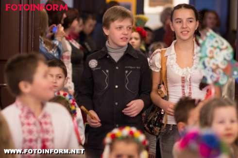 Кіровоград: виставка робіт «Де пташка не літає, а навесні додому повертає!» (фото)