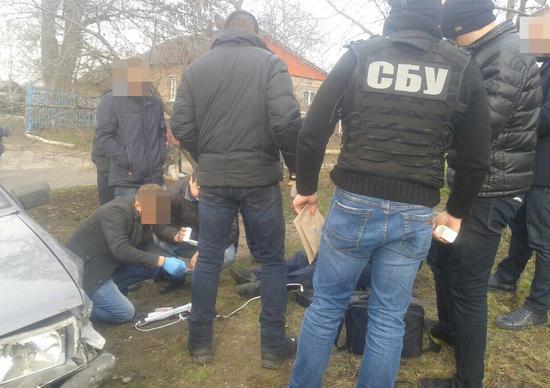 Співробітники СБ України спільно з прокуратурою викрили у Кропивницькому працівника поліції на хабарі.
