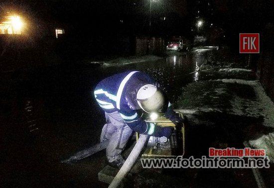 На Кіровоградщині, рятувальники, відкачували дощову воду (ФОТО)