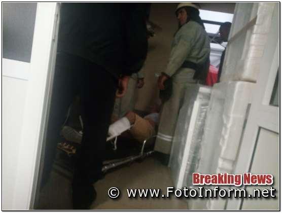 На Кіровоградщині. впав вантажний ліфт, з двома людьми (ФОТО)