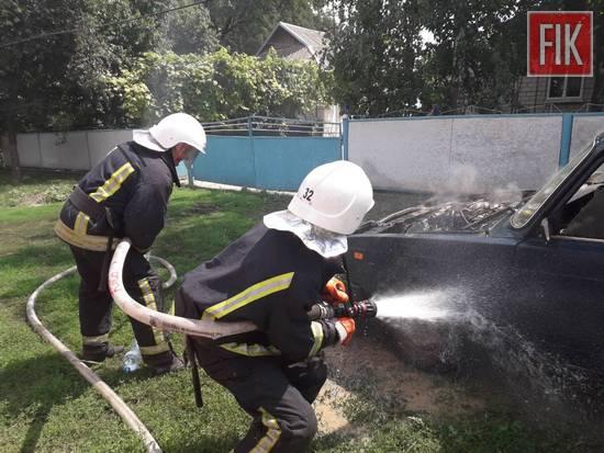 13 липня о 12:02 до Служби порятунку «101» надійшло повідомлення про пожежу автомобіля у смт Петрове на вул. Злагоди