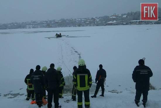 У Кропивницькому під лід потрапило 2 рибалок