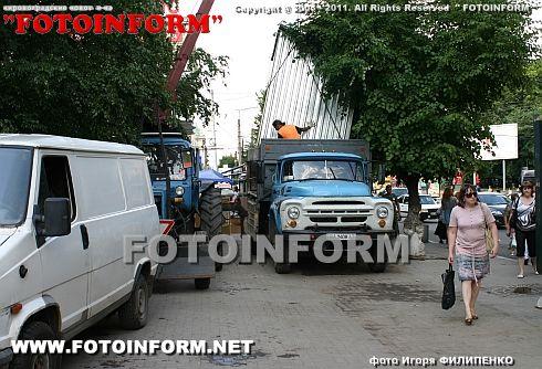 Возле гостиницы Киев проходит демонтаж киосков (ФОТО), Игоря Филипенко