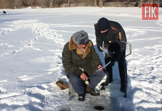 Кропивницький: на замерзлому Інгулі у мікрорайоні Ковалівки відбувся рейд (ФОТО)