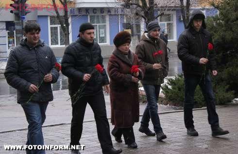 5 января в Кировограде комсомольцы почтили память убитых фашистами узников концлагеря.
