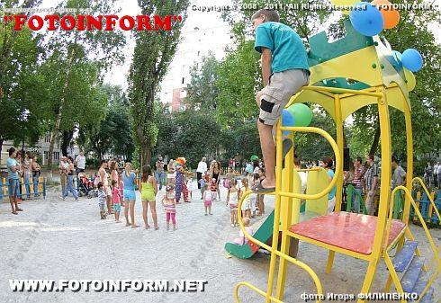 В центре Кировограда появилась новая детская площадка (фоторепортаж)