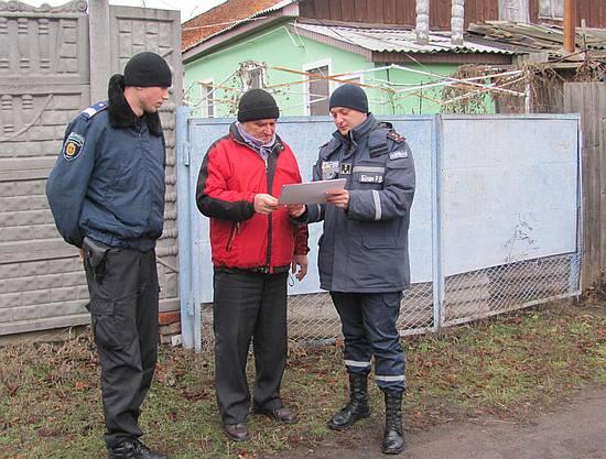 Рятувальники У ДСНС у Кіровоградській області постійно проводять роз'яснювальну роботу серед різних верств населення щодо попередження небезпек зимового періоду.