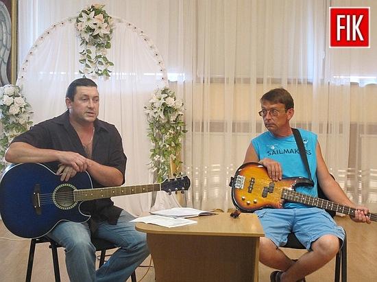 18 серпня у приміщенні обласного художнього музею лунали акорди «Спеки» у виконанні соліста гурту «КонтрВерсія» Андрія Шульги та бас-гітариста Дениса Іванова.