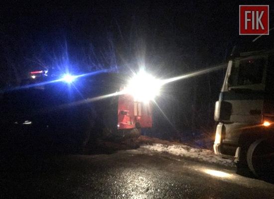 Пожежно-рятувальні підрозділи Кіровоградської області минулої доби надали допомогу по буксируванню трьох автомобілів, що потрапили на складні ділянки автодоріг.