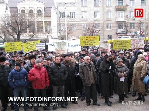 Кировоград: троллейбусы и автобусы массово сошли со своих маршрутов (фоторепортаж)