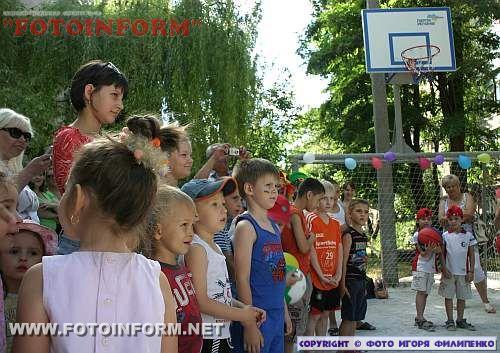 В Кировограде появилась еще одна детская площадка (ФОТО)