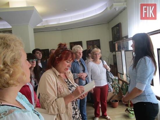 До Кіровоградського обласного художнього музею в черговий раз завітали гості зі славетного міста Чернігова, які вже давно облюбували наше місто в рамках туристичної подорожі Україною