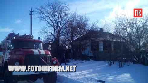 У м.Бобринець по вулиці Гагаріна виникла пожежа у приватному житловому будинку.