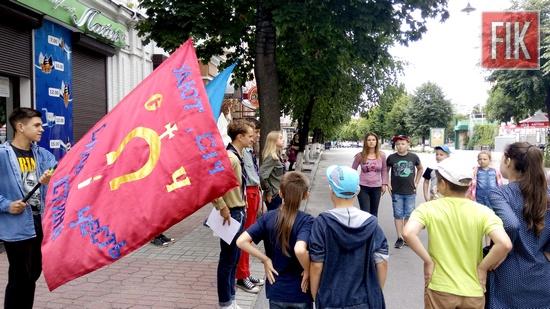 З 10 по 16 липня Кіровоградська обласна бібліотека для юнацтва спільно з Кропивницьким кошем УДЮТ «СІЧ» організували в місті унікальний патріотичний арт-табір.